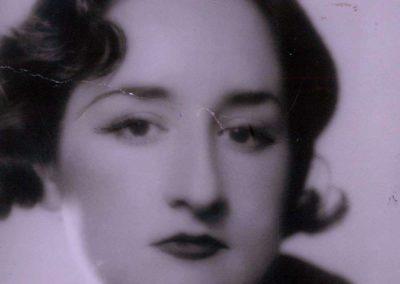 """Nacida el 5 de Enero de 1902 en Vivero y fallecida el 6 de Febrero de 1995 en Madrid. Originalmente bautizada con el nombre de Ana María Gómez González. Fue una pintora con un estilo variado entre los que constan el realismo mágico y el surrealismo. Formaba parte de """"Las Sinsombrero""""."""
