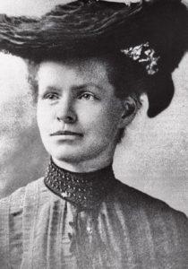 NETTIE STEVENS Nació en Vermont el 07/07/1861 y murió en Maryland 04/05/1912 (USA) Primera investigadora en describir las bases cromosómicas que determinan el sexo. Amplió exitosamente los campos de la embriología y la citogenética. Trabajó como profesora y bibliotecaria y con 35 años accedió a la Universidad de Standford. No pudo asistir cuando era joven por su condición de mujer y sus pocos recursos económicos. La ciencia de principios del siglo XX estaba enfocada en descubrir dónde se producía la determinación del sexo. Stevens investigó en insectos, donde descubrió que las hembras sólo producían células X, mientras que el macho producía X e Y. Sin embargo, no fue ella quien se llevó el mérito, sino Edmund B. Wilson, no fue hasta fechas recientes donde se descubrió que en el trabajo de este hombre citaba los resultados de Stevens.