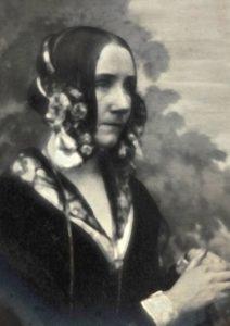 ADA LOVELACE Nació el 10/12/1815 y murió el 27/11/1852 ambas en Londres, Reino Unido. Se la conoce por ser la precursora del software informático. Por aquel entonces ya existía la máquina analítica de Jacquard con las tarjetas perforadas. Lo que Ada Lovelace ideó introducir fue la programación dentro de la máquina para que repitiera las instrucciones humanas. La máquina podía sumar, restar, multiplicar, dividir y ejecutar instrucciones atendiendo a ciertas condiciones, repetir algunas de las instrucciones y computar cualquier fórmula algebraica, sin intervención humana en el proceso de cálculo. Bastaba para ello traducir las órdenes, condiciones y fórmulas algebraicas a tarjetas perforadas, éstas eran sólo otro lenguaje analítico, un lenguaje de programación.